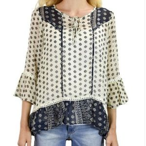 ✨HP✨Patterned Peasant Blouse